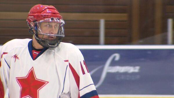 Vladimir Putin Plays Hockey at Sochi Ice Arena - Sputnik International