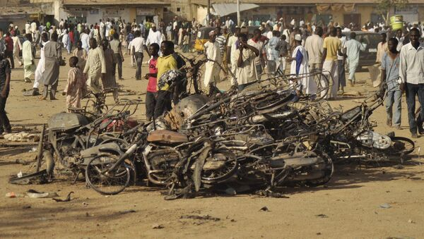 People gather at the site of a bomb explosion, in Kano, Nigeria, Friday, Nov. 28, 2014. - Sputnik International