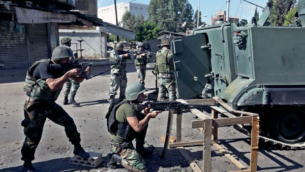 Lebanese army soldiers open fire during clashes with Islamic militants in the northern port city of Tripoli, Lebanon. - Sputnik International