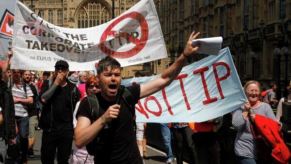 Protestors against the EU-US - Sputnik International