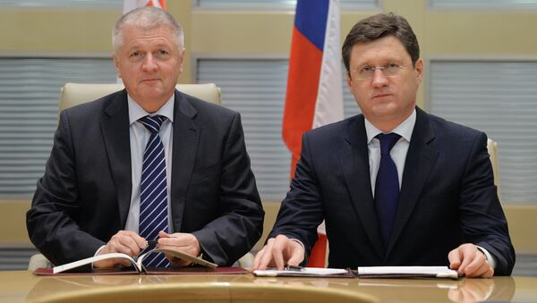 Russian Energy Minister Alexander Novak and Slovakian Economic Minister Pavol Pavlis Friday signed a historic 15-year oil delivery contract. - Sputnik International