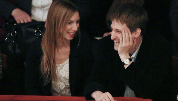 Edward Snowden in a theater in Moscow - Sputnik International