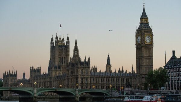 Westminster Abbey and Big Ben seen from the Thames River - Sputnik International