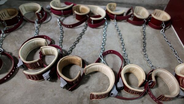 In this photo, reviewed by the US Military, aleg shackles pictured on the floor at Camp 6 detention center, at the US Naval Base, in Guantanamo Bay, Cuba - Sputnik International