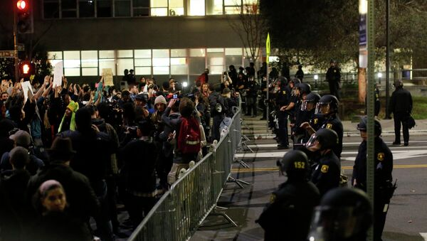 Protesters chant in front of a police line outside Berkley Police Department headquarters during a march against the New York City grand jury decision to not indict in the death of Eric Garner in Berkeley, California December 9, 2014. - Sputnik International