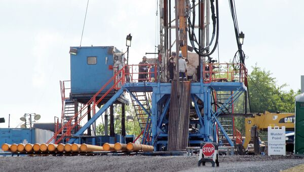 A crew works on a drilling rig at a well site for shale based natural gas in Zelienople - Sputnik International