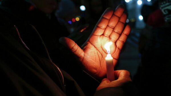 People hold candles while they take part in a rally to call for action in response to police violence, at the steps of City Hall in New York, December 12, 2014 - Sputnik International