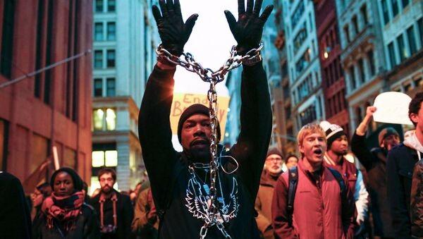 A man with a chain on his body takes part in a march against police violence, in New York December 13, 2014 - Sputnik International
