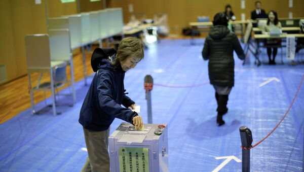 A woman casts her vote in Japan's parliamentary elections at a polling station in Tokyo - Sputnik International