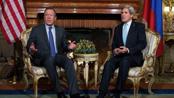 US Secretary of State John Kerry (R) meets Russia's Foreign Minister Sergei Lavrov - Sputnik International