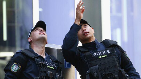 Police confer on Philip St. near the Lindt Cafe - Sputnik International