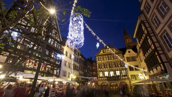 Atmosphere during the Christmas market in Strasbourg, France - Sputnik International
