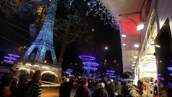 Tourists and Parisians wander on the Champs Elysees with the Christmas market set up for the Christmas period, in Paris - Sputnik International