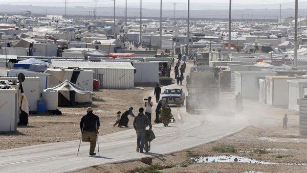 Syrian refugees walk at the Al Zaatari refugee camp in the Jordanian city of Mafraq, near the border with Syria, December 7, 2014 - Sputnik International