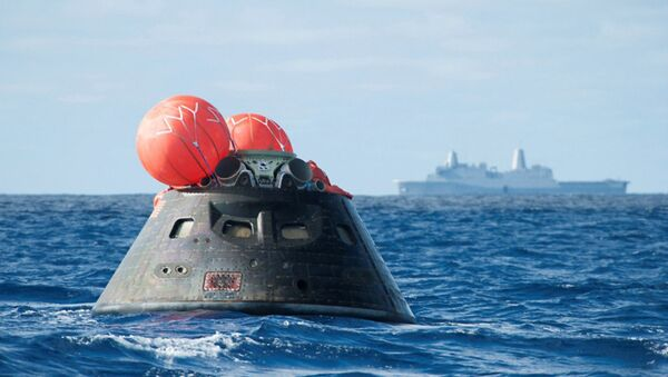 NASA shows NASA's Orion spacecraft after splash down as it awaits the U.S. Navy's USS Anchorage in the Pacific ocean - Sputnik International