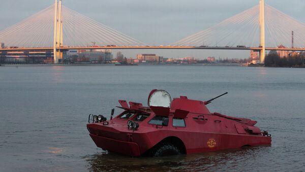 Taksi 6000000 taxi operator presents a new taxi, the BRDM amphibious armored scout car. - Sputnik International