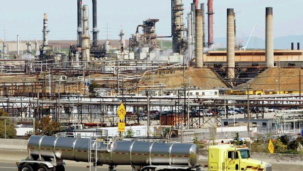 Chevron oil refinery - Sputnik International