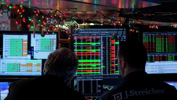 Traders work on the floor of the New York Stock Exchange - Sputnik International