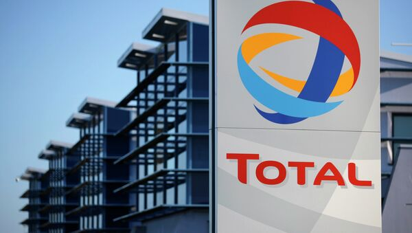 View of the logo of French oil giant Total in front of the oil refinery of Donges, near Nantes, in this December 20, 2013 file photo - Sputnik International
