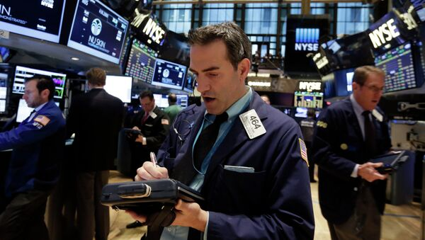 Trader Gregory Rowe, center, works on the floor of the New York Stock Exchange, Tuesday, Nov. 18, 2014 - Sputnik International
