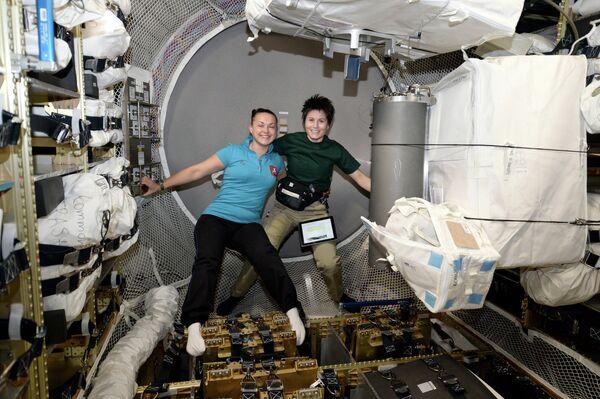 Life of Cosmonaut Elena Serova in Pictures - Sputnik International
