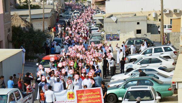 Shiite Muslim protestors demonstrate in the suburbs of Bahrain's capital Manama - Sputnik International
