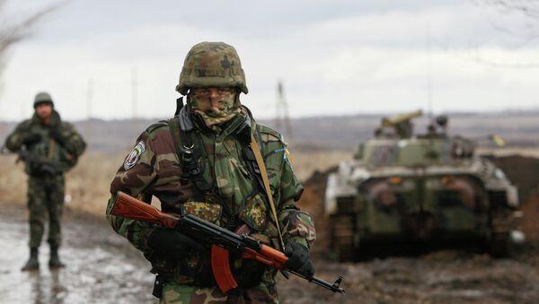 A Ukrainian serviceman guards at a checkpoint near the eastern Ukrainian town of Debaltseve in Donetsk region. - Sputnik International