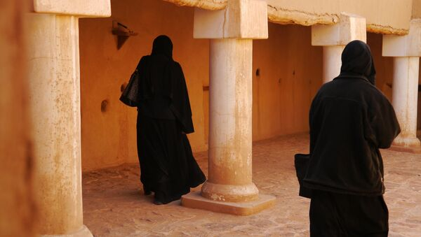 Saudi women should invest in various sectors, and not limit their financial operations to real estate, according to the expert. - Sputnik International