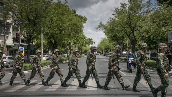 Thai soldiers patrol near government buildings on May 23, 2014 in Bangkok, Thailand - Sputnik International