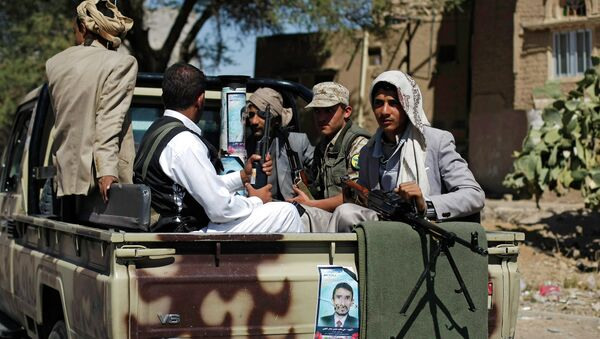 Houthi Shiite rebels ride on a military truck while patrolling a street in Sanaa, Yemen - Sputnik International