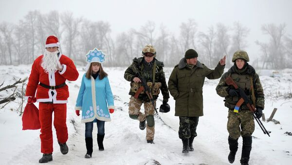 Local residents dressed as Father Frost, an equivalent of Santa Claus, and his granddaughter Snegurochka (Snow-Maiden), walk with servicemen as they visit check points of the Ukrainian army and self-defence units to congratulate the military with the coming of a New Year, near Lysychansk, Luhansk region, January 2, 2015. - Sputnik International