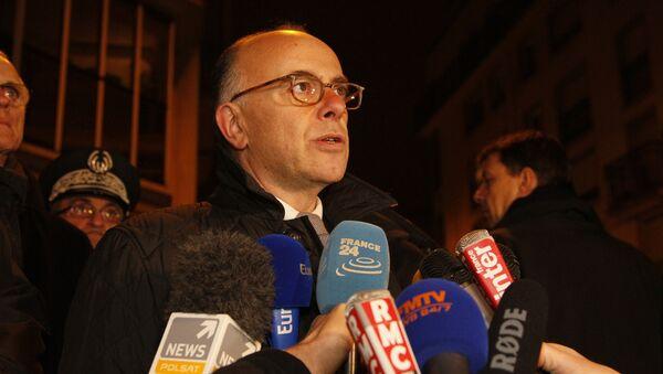 French Interior Minister Bernard Cazeneuve speaks to journalists, near the offices of the satirical weekly Charlie Hebdo, on January 7, 2015 - Sputnik International