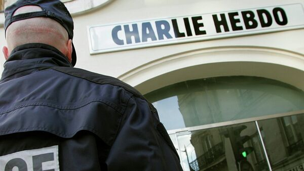 A policeman stands guard outside the French satirical weekly Charlie Hebdo in Paris - Sputnik International
