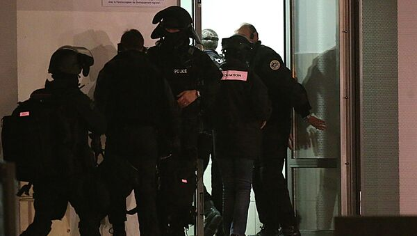 Police are seen during an operation in the Croix-Rouge suburb of Reims, northern France early January 8, 2015 - Sputnik International