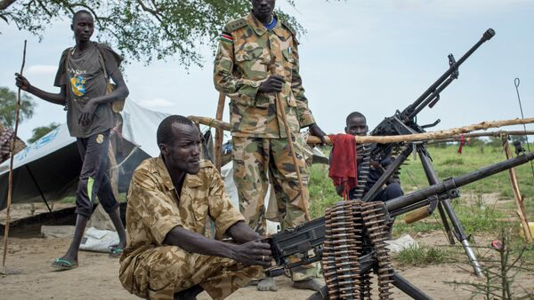 Rebel soldiers guard the village of Majieng, about 6km from the town of Bentiu, in South Sudan - Sputnik International