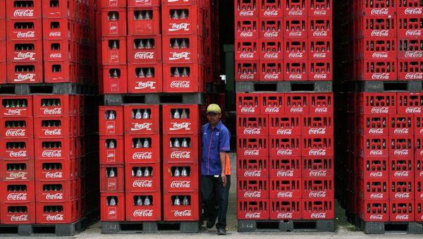 A worker walks through bottles at Coca Cola plant in Cibitung , West Java, Indonesia, Thursday, Feb. 24, 2011 - Sputnik International