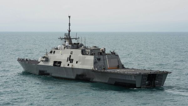 This US Navy handout photo released January 8, 2015 shows the littoral combat ship USS Fort Worth (LCS 3) as it operates on January 7 - Sputnik International