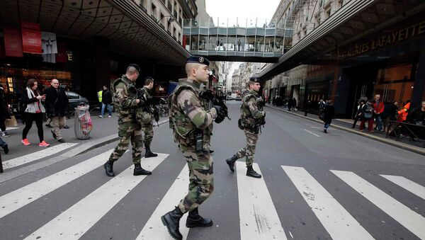 French soldiers patrol in the street near a department store in Paris as part of the highest level of Vigipirate security plan in Paris January 10, 2015. - Sputnik International