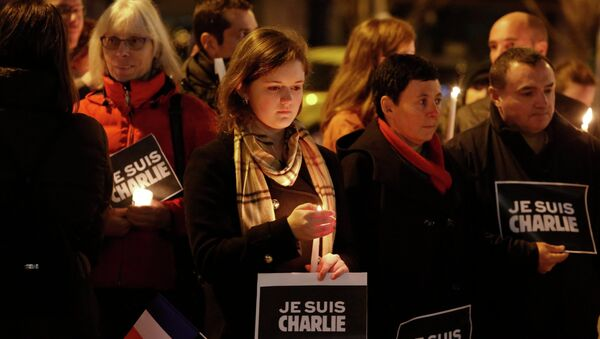Hundreds of New Yorkers gathered Saturday in Manhattan to show solidarity with those murdered during the three days of terror that gripped France starting with the Wednesday assault on eight French cartoonists, NBC reported - Sputnik International