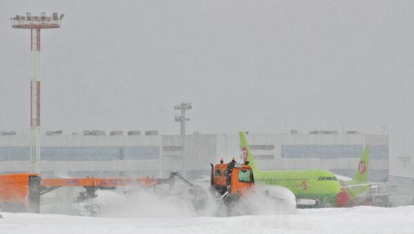 Clearing snow in Moscow - Sputnik International