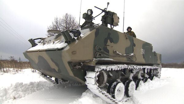 Russian Military Tests Rakushka APC in Snow Drills Near Tula - Sputnik International