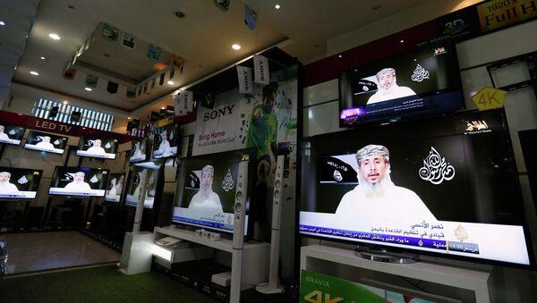 Nasser bin Ali al-Ansi, a leader of the Yemeni branch of al Qaeda (AQAP), is displayed on televisions at an electronics shop in Sanaa January 14, 2015 - Sputnik International