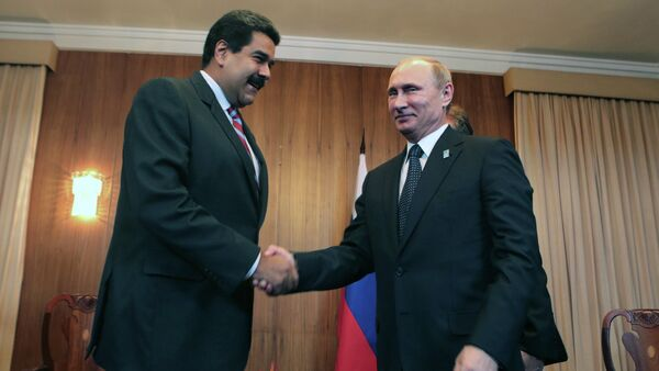 Handout picture released by the Venezuelan Presidential Press office showing Venezuela's President Nicolas Maduro (L) and Rusia's President Vladimir Putin (R) during a bilateral meeting within the BRICS-UNASUR Summit in Brasilia on July 16, 2014 - Sputnik International