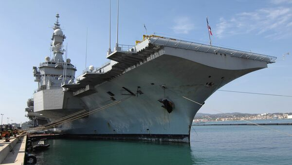 French aircraft carrier Charles-de-Gaulle sets sail from the southern French port of Toulon on January 13, 2015 before taking part in military operations in the Gulf - Sputnik International