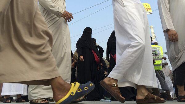 Muslim pilgrims make their way to throw stones at a pillar, symbolizing the stoning of Satan in a ritual called Jamarat, the last rite of the annual hajj, in the Mina neighborhood of Mecca, Saudi Arabia, Sunday, Oct. 5, 2014 - Sputnik International