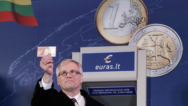 Lithuania's Minister of Finance Rimantas Sadzius holds a euro banknote during an event celebrating Lithuania's joining the euro zone in Vilnius January 1, 2015 - Sputnik International