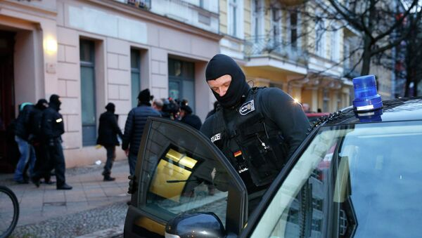 A German special police member enters his vehicle after the raid of an apartment building in the Wedding district in Berlin January 16, 2015 - Sputnik International
