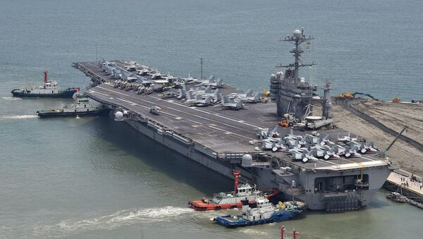 The US nuclear powered aircraft carrier USS George Washington arrives at the southeastern port city of Busan on July 11, 2014 - Sputnik International