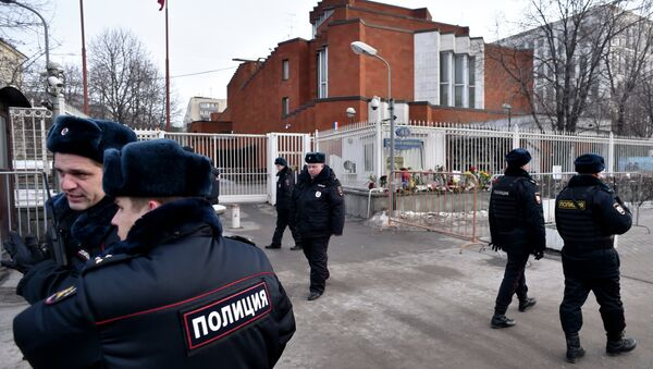 Russian police officers patrol next to the French embassy in Moscow on January 16, 2015 - Sputnik International