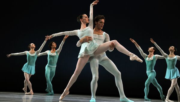 Dancers Elisabeth Holowchuk and Kirk Henning with the Suzanne Farrell Ballet (SFB) perform a scene from Haieff Divertimento - Sputnik International